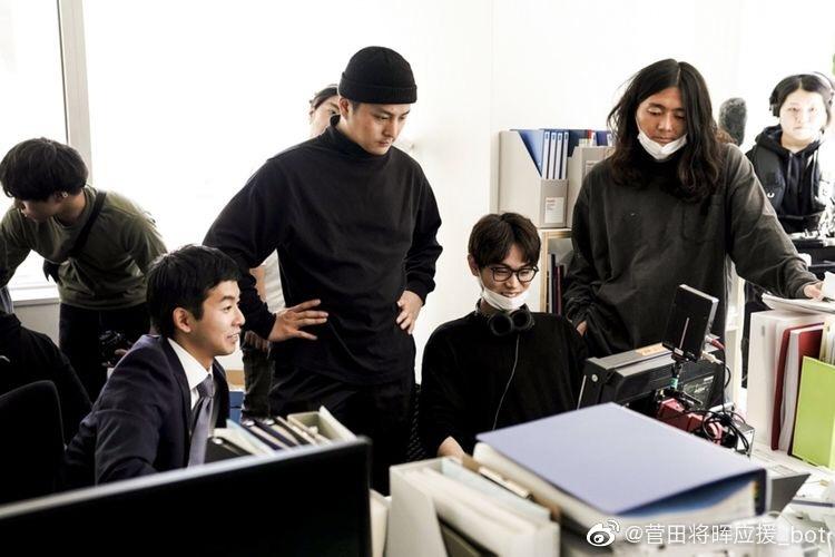 【LOVE】将于7月10日发售的菅田将晖第二张专辑《LOVE》日前拍摄了短片《クローバー(四叶草)》,主演太贺,导演菅田将晖。该短片以专辑歌曲《四叶草》(词曲石崎HUWIE)为主题曲,将收录在新专辑LOVE的初回限定版附的DVD中。